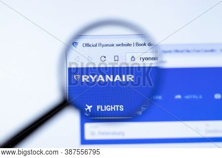 New York, Usa - 29 September 2020: Ryanair.com Ryanair Company Website With Logo Close Up, Illustrat