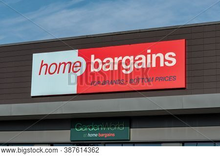 Derry, Northern Ireland- Sept 19, 2020: The Front Entrance And Sign For The Home Bargains Store In D