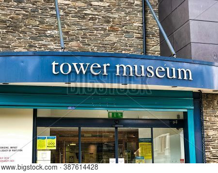 Derry, Northern Ireland- Sept 25, 2020: The Front Entrance And Sign For The Tower Museum In Derry No