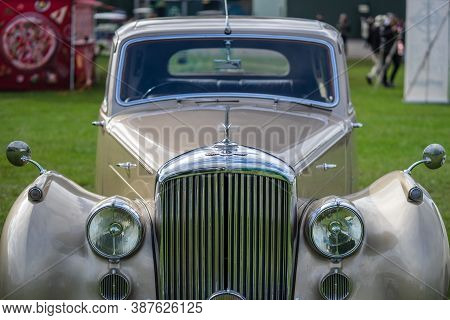 Old Warden, Bedfordshire, Uk , October 6, 2019. Bentley R Type. Race Day At Shuttleworth