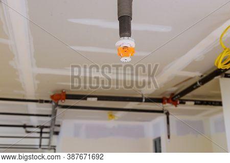 Fire Extinguishing System Sprinkler Detector Fire Sprinkler On The Ceiling