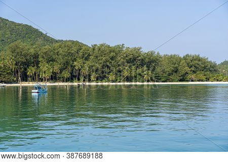 Beautiful Bay With Palm Trees And Boats. Tropical Beach And Sea Water On The Island Koh Phangan, Tha