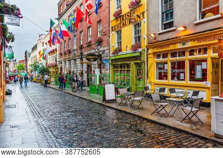Dublin, Ireland - August 6, 2010: View Of Pub Street In The Downtown Of Dublin.