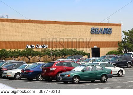 Baltimore, Usa - June 12, 2013: Sears Department Store In Baltimore. Sears Was The 12th Largest Reta