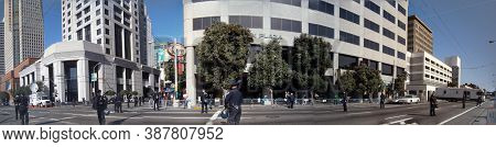 San Francisco. - October 25, 2011: Sfpd Police Fence And Guard Along 3rd Street During A Protest Of
