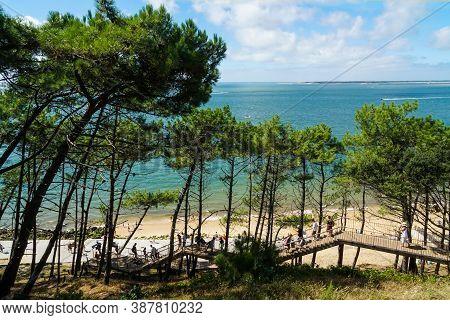 La Teste-de-buch - 08/25/2020: Walkway Towards The Pyla Dune Surrounded By Pines