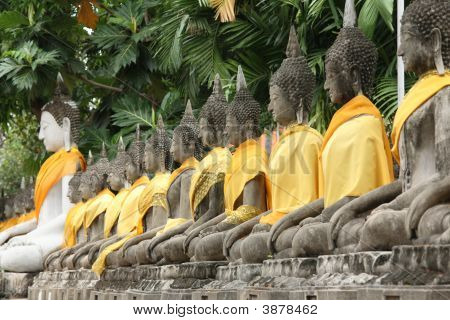 Ancient Temple Ayudhaya-Wat Yai Chai Mongkol.