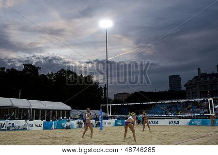 10/08/2011 LONDON, ENGLAND,  A general view of play at night during the FIVB International Beach Volleyball tournament, at Horse Guards Parade, Westminster, London.