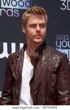 LOS ANGELES - AUG 1:  Derek Hough arrives at the 2013 Young Hollywood Awards at the Broad Stage on August 1, 2013 in Santa Monica, CA