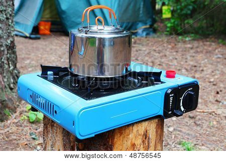 Pot stands on a portable gas slave in tourist camp