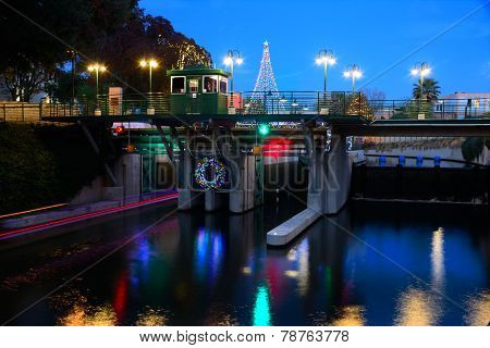 Riverwalk Lock with Boat