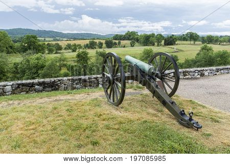 A canon stands in the rural countryside of Antietam battlefield in Maryland.