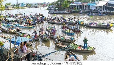 Can Tho, Vietnam - January 22, 2017: Farmers purchase crowded in floating market morning with dozens boats along river trade agricultural products serves traditional New Year in Can Tho, Vietnam