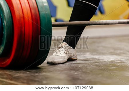 closeup leg male powerlifter deadlift powerlifting competition