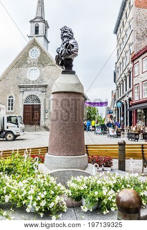 Quebec City, Canada - May 30, 2017: Lower Old Town Street With Statue Bust Of Louis Xiv And Flowers