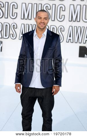 LOS ANGELES - SEP 12:  Jesse Williams arrives at the 2010 MTV Video Music Awards  at Nokia - LA Live on September 12, 2010 in Los Angeles, CA