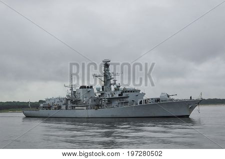 FRIGATE - His Majesty's Royal British Ship sails into the sea