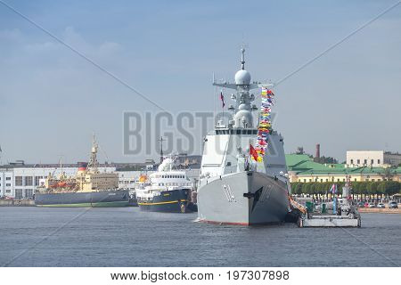 Warship Type 052D Destroyer, Luyang Iii
