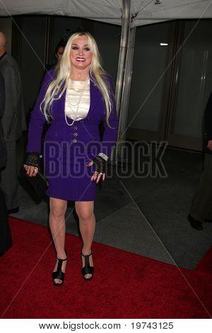 LOS ANGELES - NOV 3:  Mamie Van Doren arrives at the Hollywood Walk of Fame 50th Anniversary Celebration at Hollywood & Highland on November 3, 2010 in Los Angeles, CA
