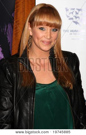 LOS ANGELES - NOV 10:  Kristen Renton arrives at the