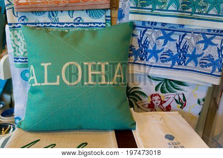 Hawaii Souvenirs: Decorative Cushion