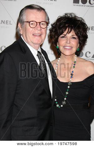 LOS ANGELES - NOV 13:  Robert Daly, Carole Bayer Sager arrive at the MOCA's Annual Gala