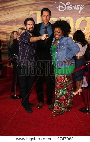 """LOS ANGELES - NOV 14:  Josh Gomes, Zachary Levi, Yvette Nicole Brown arrives at the """"Tangled"""" World Premiere at El Capitan Theater on November 14, 2010 in Los Angeles, CA"""