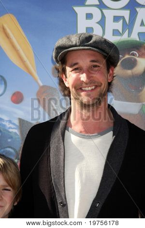 LOS ANGELES - DEC 11:  Noah Wyle arrives at the
