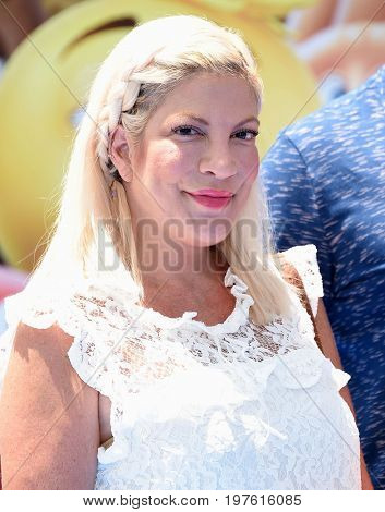 LOS ANGELES - JUL 23:  Tori Spelling arrives for the