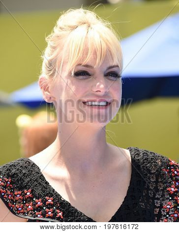 LOS ANGELES - JUL 23:  Anna Faris arrives for the
