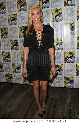 SAN DIEGO - July 22:  Katie Cassidy at Comic-Con Saturday 2017 at the Comic-Con International Convention on July 22, 2017 in San Diego, CA