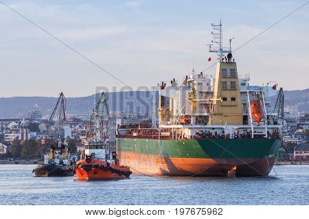 Bulk Carrier And Tug Boats, Industrial Ships