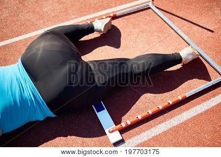 Over-sized woman fell down on racetrack after stumbling over hurdle