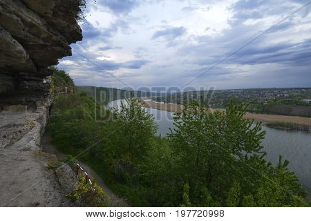 Tipova (room ipova.) - A village in the district of Rezina Moldova. Along with the villages of Lalova and Nistren is part of the municipality Lalova