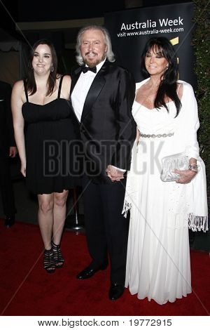 LOS ANGELES - JAN 22:  Barry Gibb with Linda Gibb and Alexandra Gibb arrives at the 2011 G'Day USA Australia Week LA Black Tie Gala at Hollywood Palladium on January 22, 2011 in Los Angeles, CA