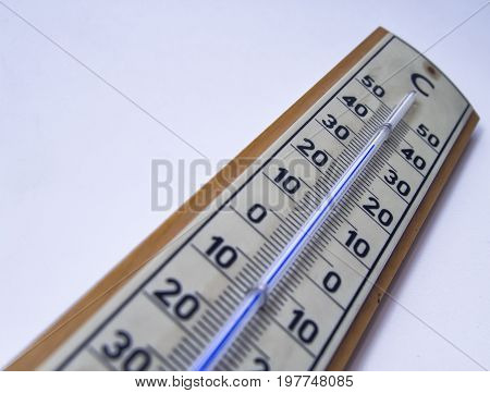 ambient temperature measurement by a mercury thermometer