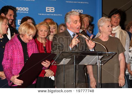 LOS ANGELES - FEB 7:  Kathryn Joosten (R), with Bold & Beautiful Cast at the 6000th Show Celebration at The Bold & The Beautiful at CBS Television City on February 7, 2011 in Los Angeles, CA