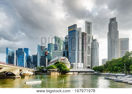 Amazing View Of Skyscrapers And The Singapore River In Downtown
