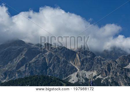 Autumnal corso Italia, the beautiful Dolomite mountains near Cortina D'Ampezzo,  Dolomites, Alps, Veneto, Italy, Europe