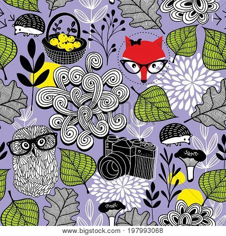 Endless background with forest elements. Creative vector pattern with wild birds and animals. Seamless illustration in retro style.