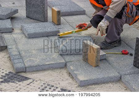 Laying Brick Pavers