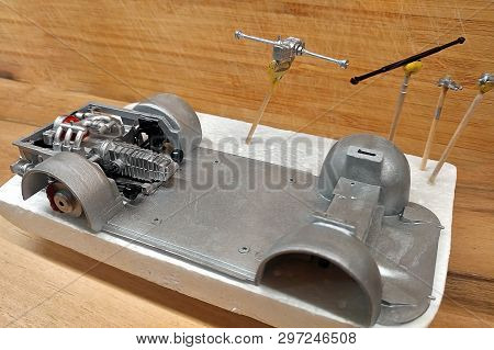 Modeling.  Build A Scale Model Of The Car. The Engine With Exhaust, Gearbox And Suspension Are Paint