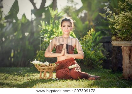 Asian Woman Pay Respect / Thai Woman In Traditional Costume Drama Of Thailand