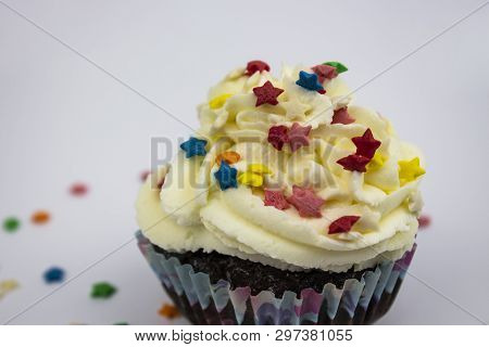 Fresh Cupcake, Cooked At Home. Cupcake Decorated With Cream On A White Background. Freshly Baked Cup