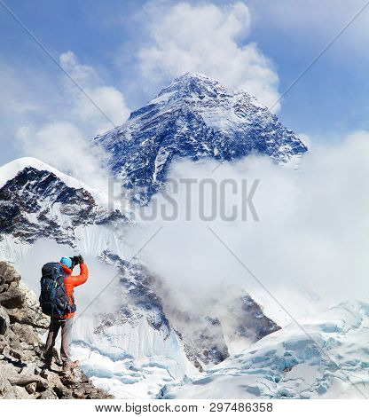View Of Mount Everest 8848m From Kala Patthar With Tourist On The Way To Everest Base Camp, Sagarmat