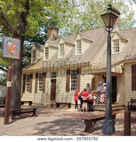 Williamsburg, Va -may 9 - Tourists Visit Colonial Williamsburg In Williamsburg, Virginia, On May 9,