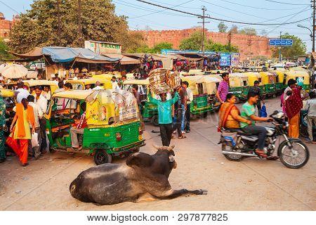 Agra, India - April 10, 2012: A Lot Of Rickshaws On The Street In Agra City, Uttar Pradesh State Of