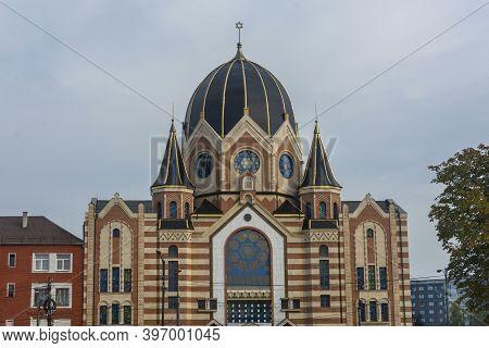 Kaliningrad, Russia - September 2020: New Liberal Synagogue In Kaliningrad Near Island Of Kant. Sele
