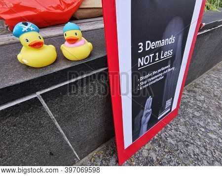 Brisbane, Australia - November 29, 2020: Group Of Yellow Rubber Ducks Represents A Sympbol Of Innoce