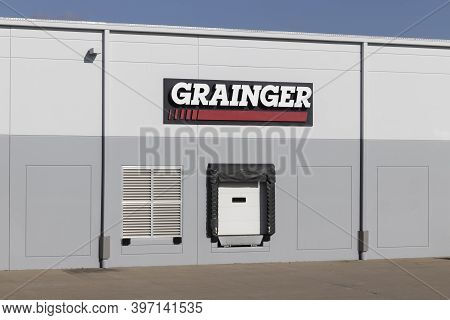 Fairfield - Circa November 2020: Grainger Industrial Supply Warehouse. Ww Grainger Is A Hardware And